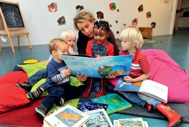 Voorlezen stichting lezen - Tot zijn bibliotheek ...