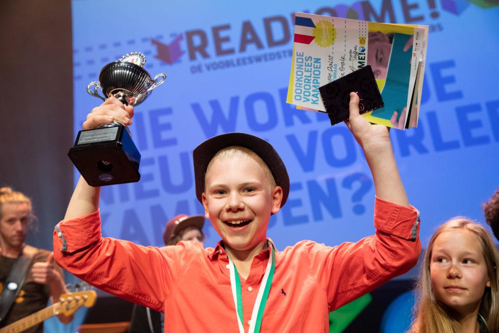 Winnaar Read2me! met oorkonde en trofee